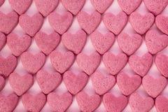 Närbildsikt av rosa färgsockerhjärtor Arkivfoton
