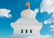 Närbildsikt till den buddistiska Stupaen i den Benalmadena staden, Andalus royaltyfria bilder