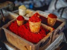 närbildskott av hemlagat rött sälja för krydda royaltyfri bild