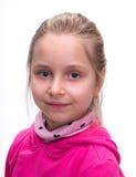 Närbildstående av den le flickan Arkivfoton