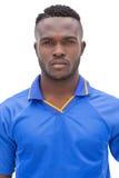 Närbildstående av en allvarlig fotbollsspelare Fotografering för Bildbyråer