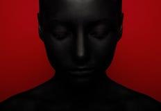 Närbildstående av kvinnan i svart målarfärg fotografering för bildbyråer