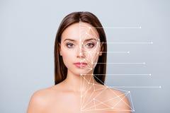 Närbildstående av linjer för hud för trevligt sken för dam som rent perfekt prickfritt slätt rena klara visar delat tydligt royaltyfri foto