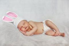 Närbildståenden av sova behandla som ett barn arkivfoton