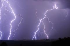 Närliggande blixt under en storm Fotografering för Bildbyråer