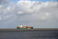 närmande sig containership hamburg Fotografering för Bildbyråer