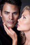 närmande sig kyss till royaltyfria foton