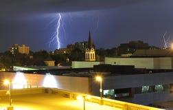 närmande sig thunderstorm Arkivbild