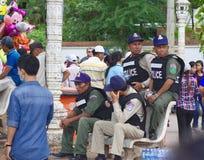 Närpolistjänstemän under fartygloppen på Bom på touk Royaltyfri Fotografi