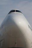 Näsa och cockpit av Lufthansa Boeing 747-8 Royaltyfria Bilder