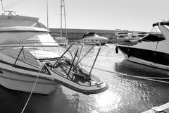 Näsan av yachten är svartvitt fotografi Fotografering för Bildbyråer