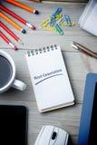 Nästa generation mot notepaden på skrivbordet Royaltyfria Foton