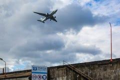 Nästan är porten av Ponta Delgada den internationella flygplatsen royaltyfri foto