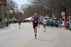 Nästan 30000 löpare deltog i den Boston maraton på April 17, 2017 i Boston Royaltyfri Fotografi