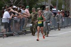 Nästan 30000 löpare deltog i den Boston maraton på April 17, 2017 i Boston Arkivfoto