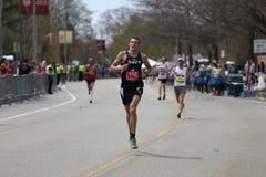 Nästan 30000 löpare deltog i den Boston maraton på April 17, 2017 i Boston Royaltyfri Bild