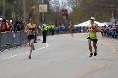 Nästan 30000 löpare deltog i den Boston maraton på April 17, 2017 i Boston Arkivfoton