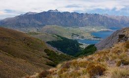 Nästan på maximumet av Ben Lomond Peak nära Queenstown, Nya Zeeland arkivfoton