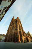 Nästan tom huvudsaklig gata i Strasbourg Arkivfoton