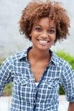 Nätt afrikansk amerikanhögskolestudent Arkivbild