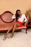 Nätt afrikansk kvinna på soffan royaltyfria foton