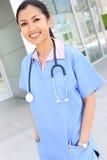 nätt asiatisk sjuksköterska fotografering för bildbyråer