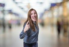 Nätt bakgrund för suddighet för affärskvinna ilsken over Royaltyfri Bild
