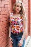 Nätt blond flickakvinna royaltyfri fotografi