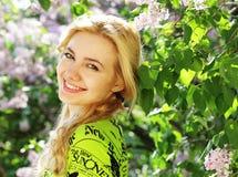 Nätt blont utomhus- Royaltyfria Bilder