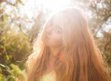 Nätt blont utomhus. Colorized bild Royaltyfria Bilder