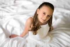 Nätt bröllopsklänningflicka Fotografering för Bildbyråer