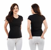 Nätt brunett med mellanrumssvartskjortan Royaltyfria Bilder
