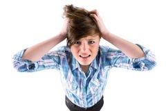 Nätt brunett som får en huvudvärk med händer på huvudet Royaltyfria Foton
