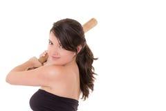 Nätt dam med ett baseballslagträ som isoleras på vit Royaltyfri Bild