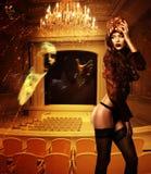 Nätt erotisk kvinna i maskering royaltyfri fotografi