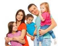Nätt familj - föräldrar och tre döttrar Arkivbilder