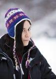 Nätt flicka i snön Arkivbild