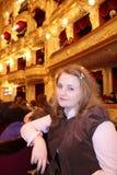 Nätt flicka i teater Royaltyfri Fotografi