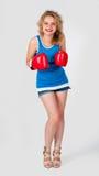Nätt flicka med boxninghandskar Arkivbilder