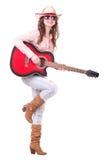 Nätt flicka med cowboyhatten med gitarren royaltyfria foton