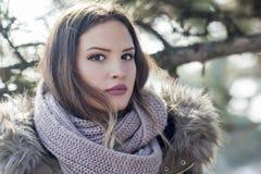 Nätt flicka med en halsduk Arkivfoto