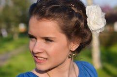 Nätt flicka med flätat hår Arkivbilder