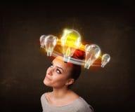 Nätt flicka med ljusa kulor runt om hennes huvud Royaltyfria Foton