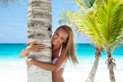 nätt flicka på stranden Royaltyfri Fotografi