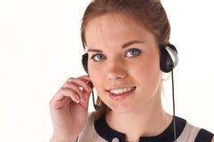 nätt flickahörlurar med mikrofon Arkivbilder