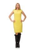 Nätt ganska flicka i den gula klänningen som isoleras på vit Arkivbild