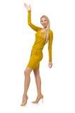 Nätt ganska flicka i den gula klänningen som isoleras på vit Arkivbilder