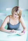 Nätt högskolestudent/affärskvinna Royaltyfri Fotografi