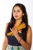 Nätt indisk kvinna med spagetti arkivbild