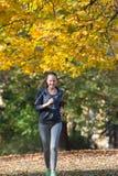 Nätt jogga för ung flicka arkivfoto